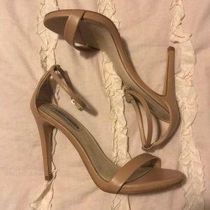 Gently worn Steve Madden nude heels